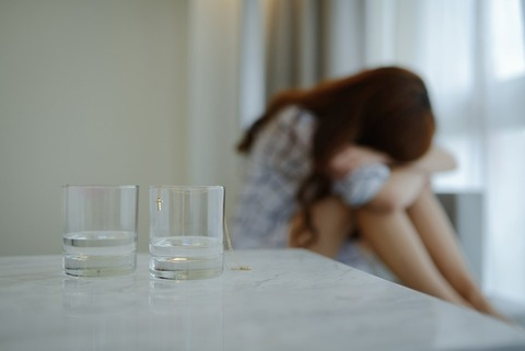 女性 泣く2-1024x684