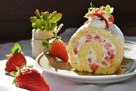 strawberry-roll-1263099_640