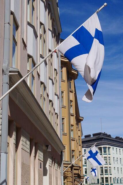 【悲報】フィンランドと日本の内閣、レベルが違い過ぎるwwwwwwww(画像あり)