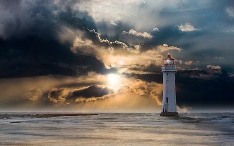 lighthouse-2372004_640
