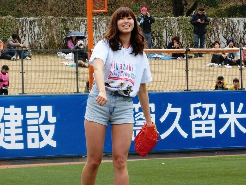 稲村亜美 投球 に対する画像結果