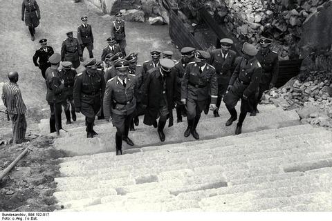 Bild_192-017_KZ_Mauthausen_Besuch_Heinrich_Himmler
