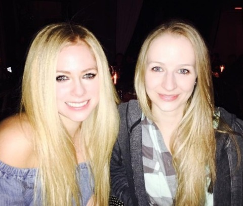 Avril-Lavigne-Sister-Marries-Japanese-Bassist-2