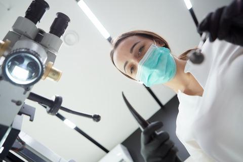 【悲報】歯医者で胸が当たるとかいうの信じてウキウキで虫歯0本のワイが歯医者行った結果wwwwwwww