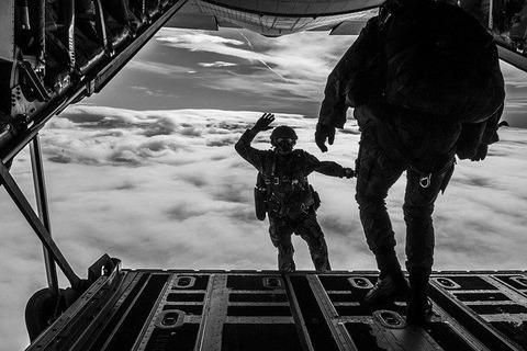 parachuting-1705702_640