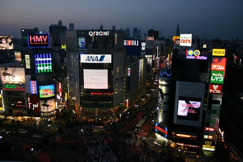 Shibuya_intersection_at_night