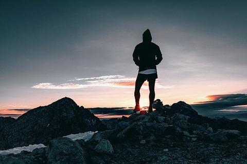 hiker-1082297_640