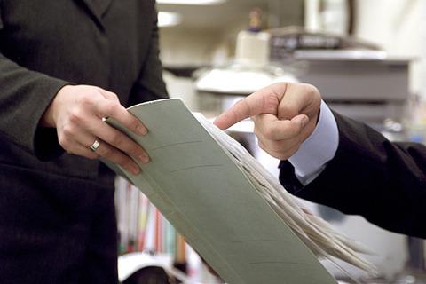 俺氏ビビリ、上司に「報・連・相」をしていた結果→ 同期が急に…