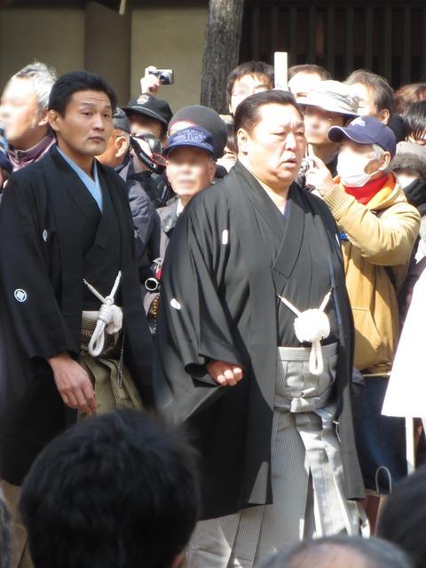 Kitanoumi_and_Takanohana_in_Sumiyoshi_Taisha_IMG_1433-2_20130302