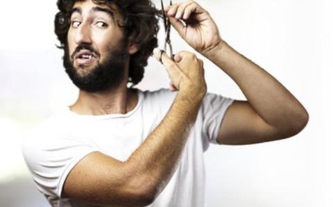 髪切る男画像