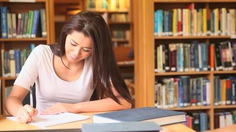 444133651-宿題-図書館-大学-勉強-学生
