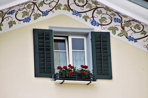 window-sill-4534189_640