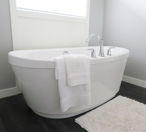 bathtub-2485957_640