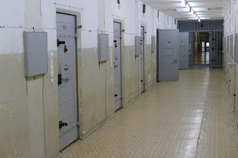 prison-4759937_640