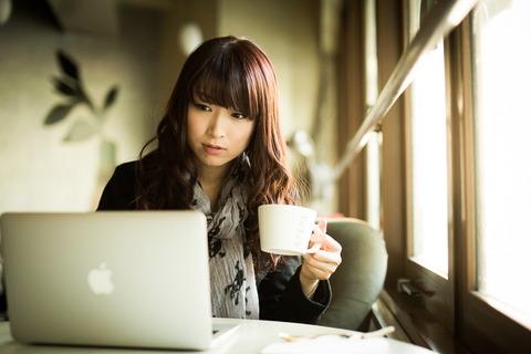 パソコン、カフェ