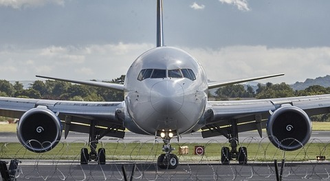 aircraft-994943_640