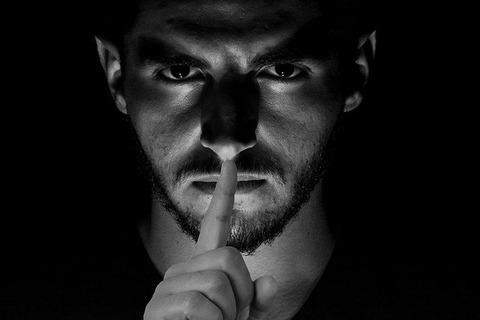 【元劇団四季】「望月龍平」が唱える奇怪な陰謀論にネット騒然wwwwwwww