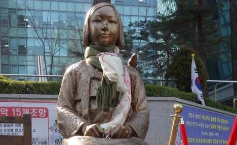 _93285156_statue