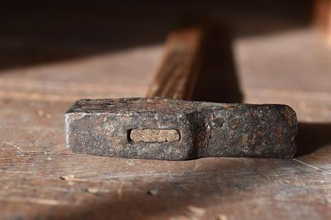 hammer-3987553_640