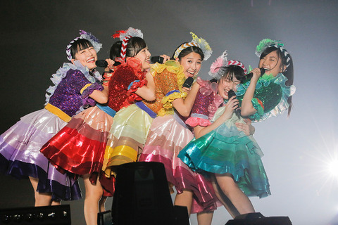 news_header_momoirocloverz_live1224_04
