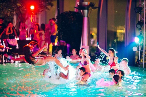 s-w_hong_kong_heat_wave_pool_party_2
