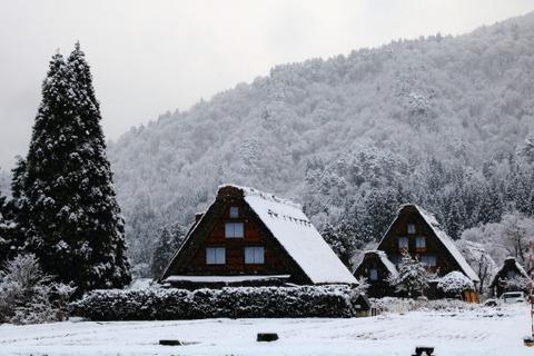 NHK「私の腰まで雪が積もってます!」→やらせと判明…その証拠画像がこれ…