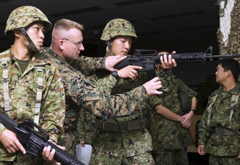 JGSDF_soldiers_at_Camp_Kinser_11-28-07
