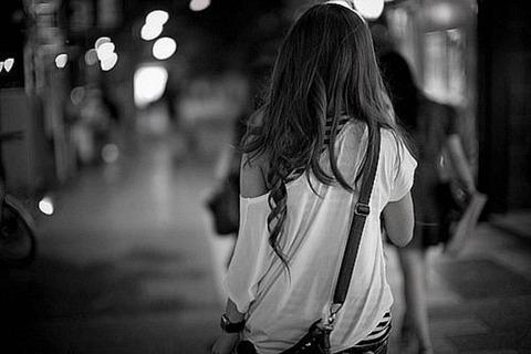女性 夜道-1024x682