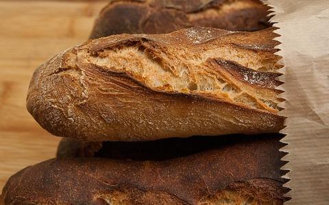 【悲報】クレーマーさん「このパンちょっと焦げてんな」全然焦げてない→結果・・・(画像あり)