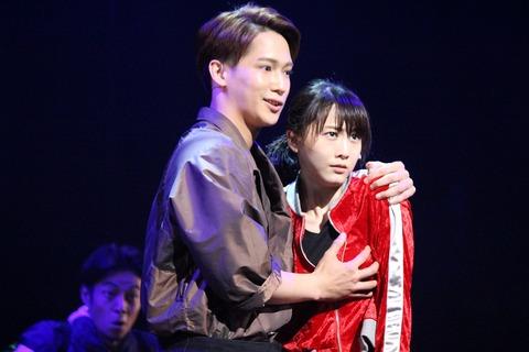 【激震】松井玲奈が男に乳揉まれてる!!!