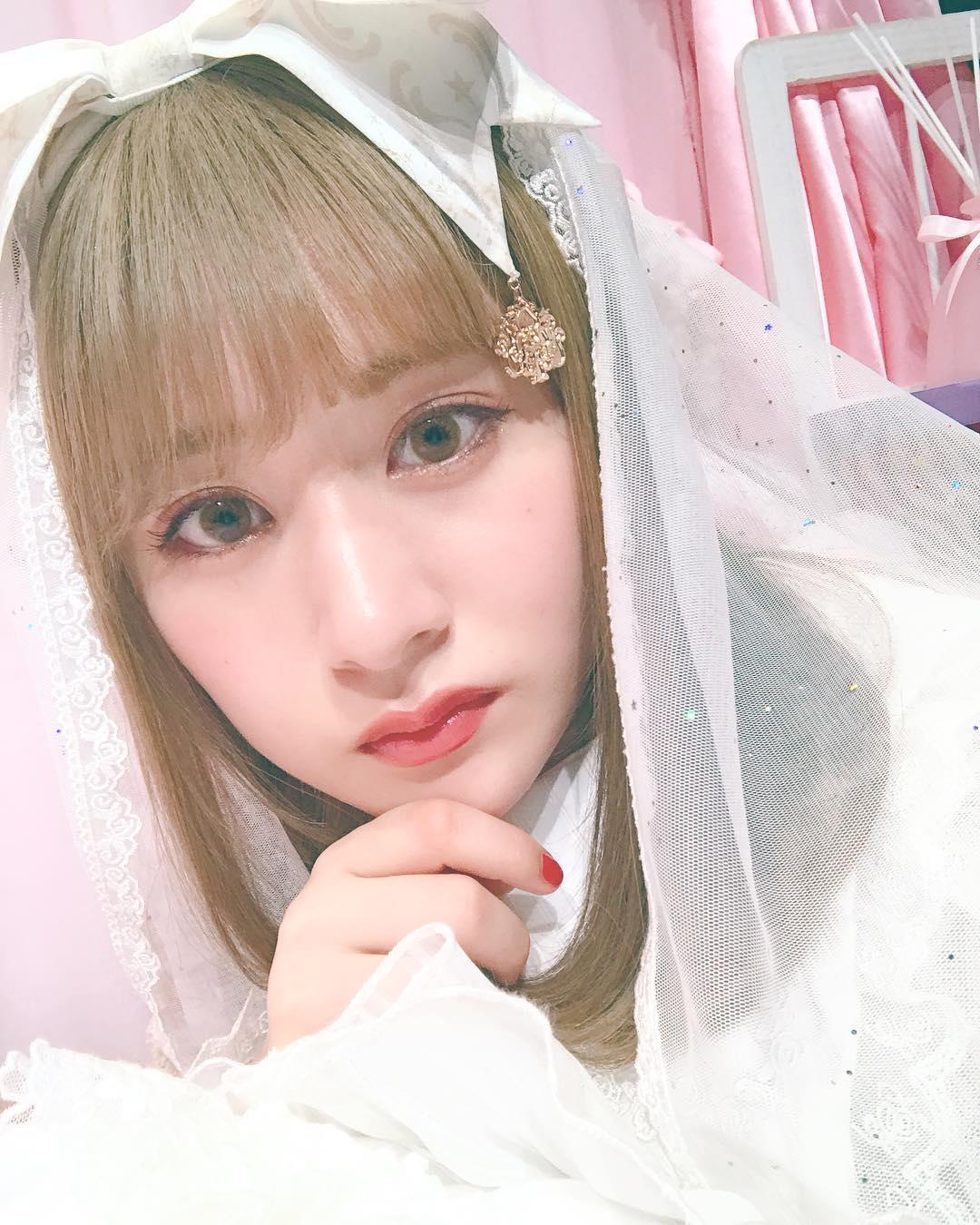 NGT48・加藤美南&中井りかが大変身! 金髪かとみな&「みるきーぐれー ...