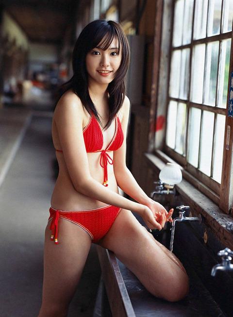 ガッキー新垣結衣、若い頃の水着Bカップグラビア画像