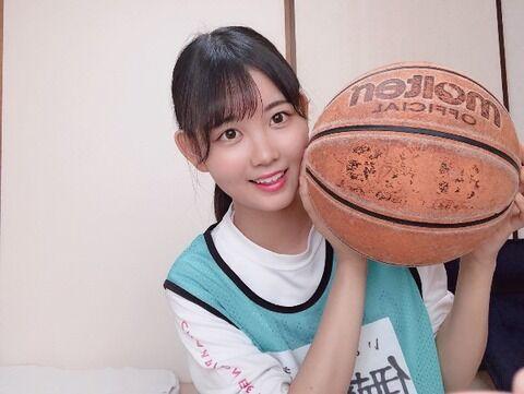 【小顔!!!】バスケのボールってこんなにデカかったか?