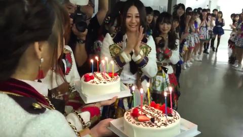 SKE48リクアワのバックヤードで、古畑奈和と舞監のしげさんのお誕生日お祝いの模様!