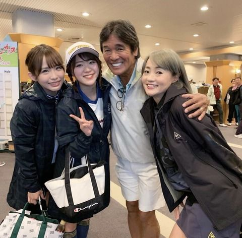 SKE48山内鈴蘭、松村香織が松崎しげるさんと橋本志穂さんと写真を撮る!