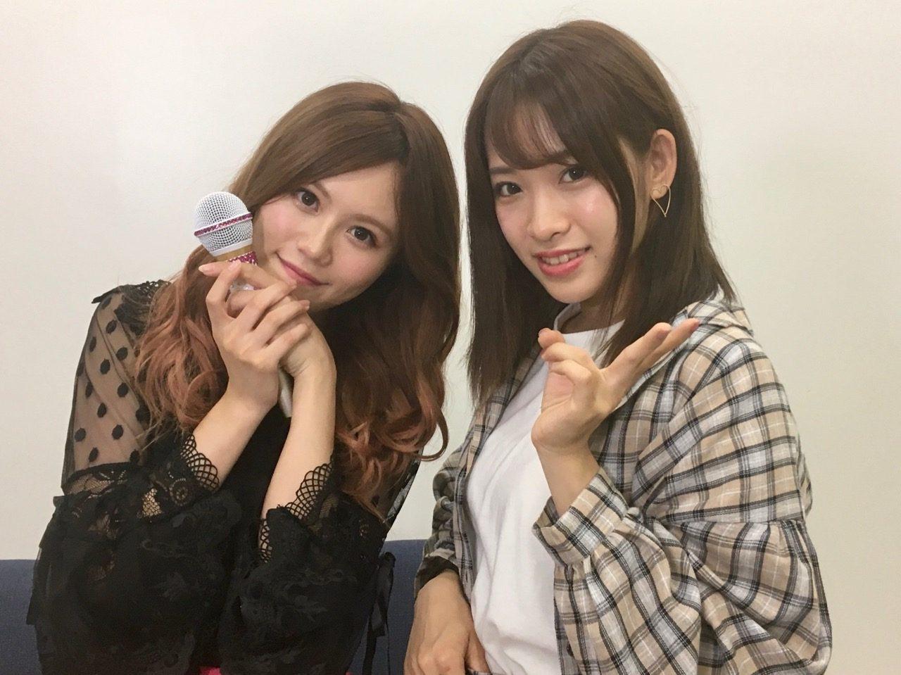 AKB48 込山榛香&市川愛美、配信オフショット「猫舌SHOWROOM 指カラ」
