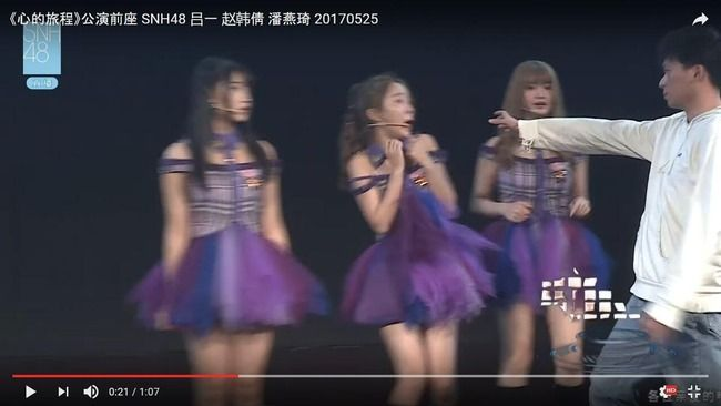 【悲報】SNH48の公演中に男がステージ上に乱入しメンバーを襲う!!