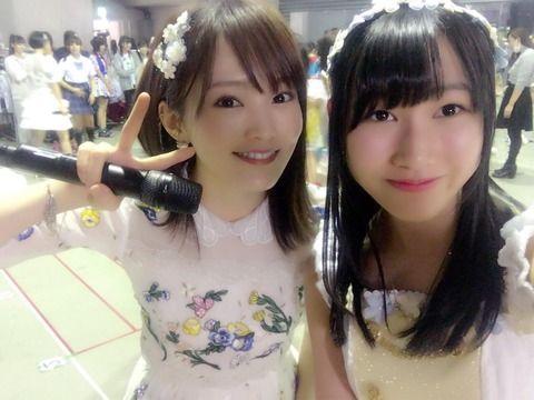 SKE48白井琴望がNMB48山本彩と2ショット! やや緊張してる笑顔がまたかわいい!
