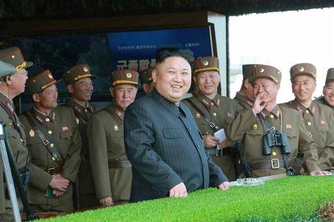 【衝撃】北朝鮮の最大規模「砲撃演習」が合成写真の可能性浮上wwwwwありえない不自然な画像に「ただのはったり」の声wwww