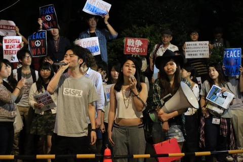 NAVER まとめ【SEALDs】芸能人も賞賛!安保法案デモ活動の功績【モテるデモ】