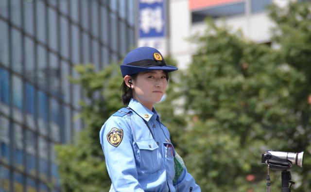 【エンタメ画像】《即ハボ画像》美麗警官がユニフォームぎゃるに変装しワイセツ犯をおびき寄せる☆☆☆☆☆☆☆これはえろい☆☆☆☆☆☆☆☆☆☆☆☆