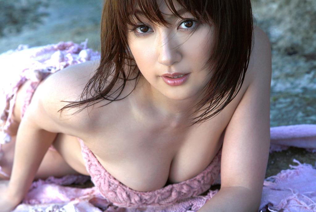 【エンタメ画像】《衝撃画像》熊田曜子さん、とんでもないお乳を晒す・・・これどうなってるんや・・・