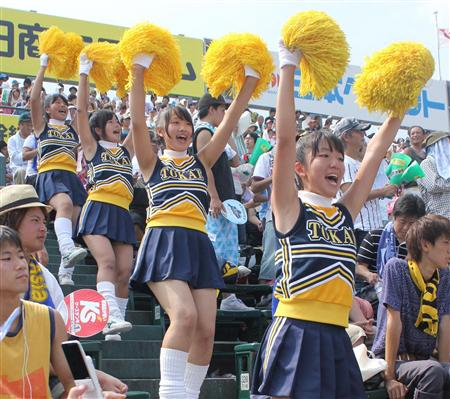 【エンタメ画像】《即ハボ画像》甲子園の応援団の学生にはAKBメンバーより激カワ女子がいっぱいいる件!!!!!!!!!!!!!!!!!!!