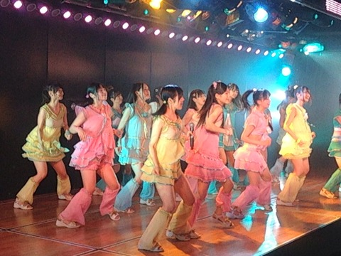 http://livedoor.blogimg.jp/akbmatomeatoz/imgs/8/2/8203b192-s.jpg