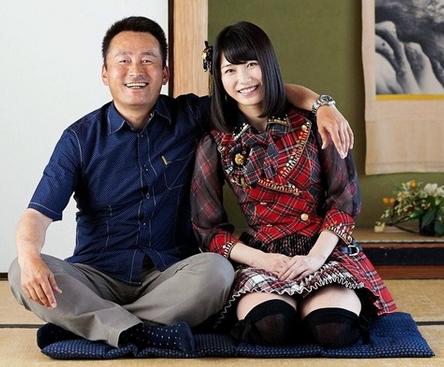 横山由依と父・靖生さん