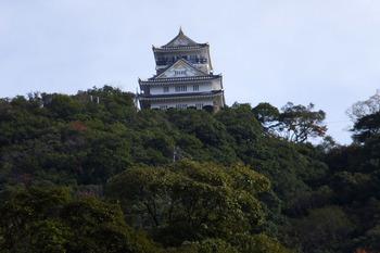 山の頂上にそびえる岐阜城