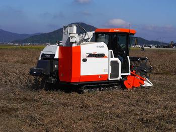大豆収穫の農機具