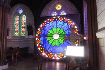 10.聖ザビエル天主堂 横のステンドグラス