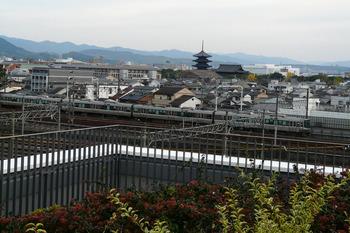 東寺五重塔 新快速電車