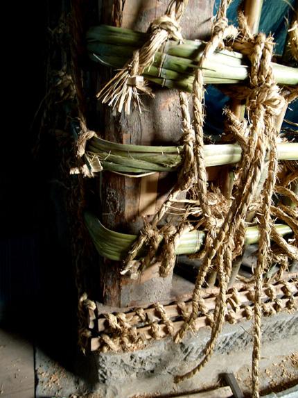 土蔵の縄と竹コーナー.jpg